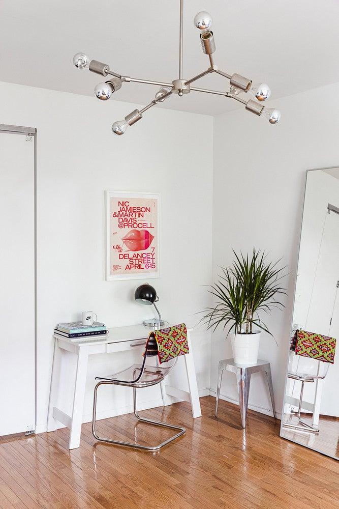 minimalist white office