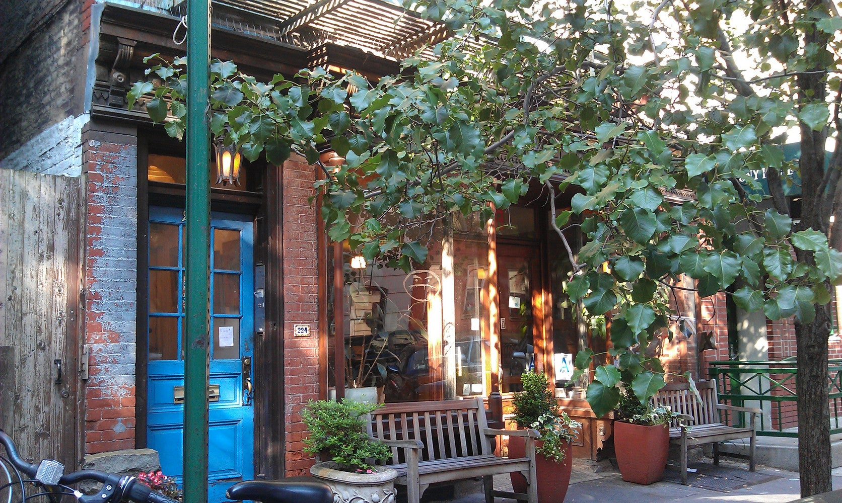 8 NYC Coffee Shops With Outdoor Space | Domino
