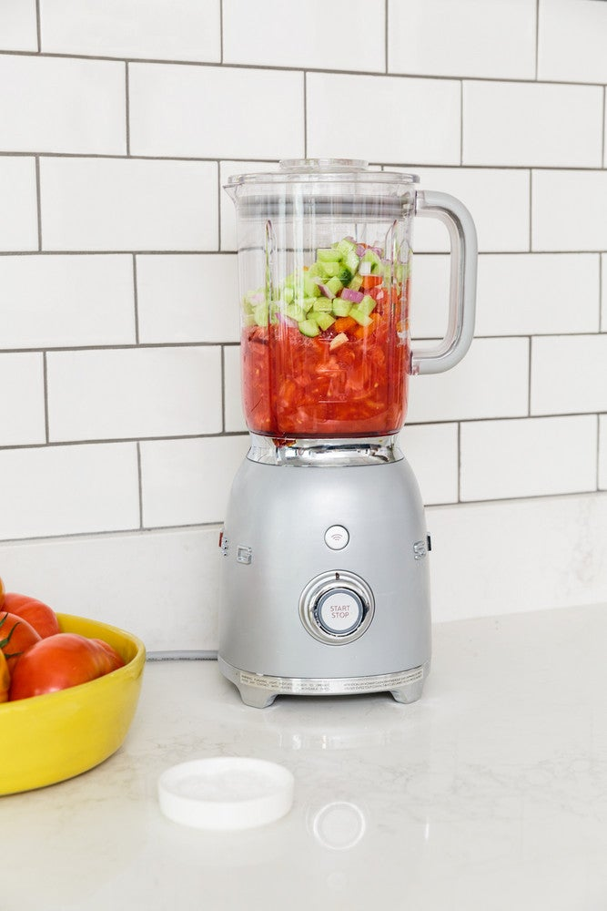 How to Make the Perfect Summer Soup In a Blender