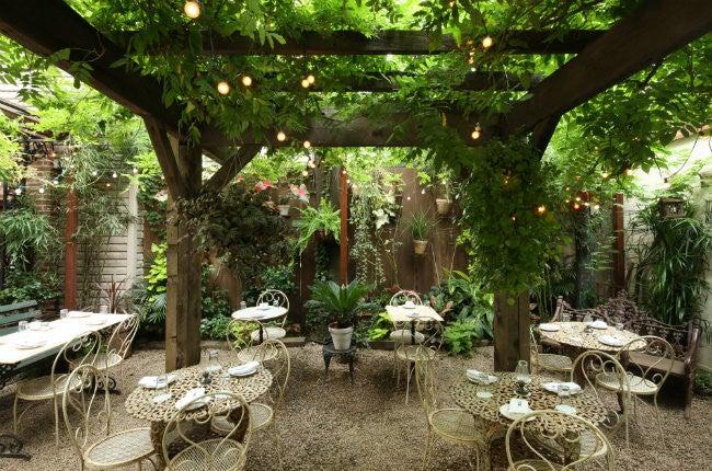 15 Outdoor Garden Restaurants & Bars To Try In NYC | Domino
