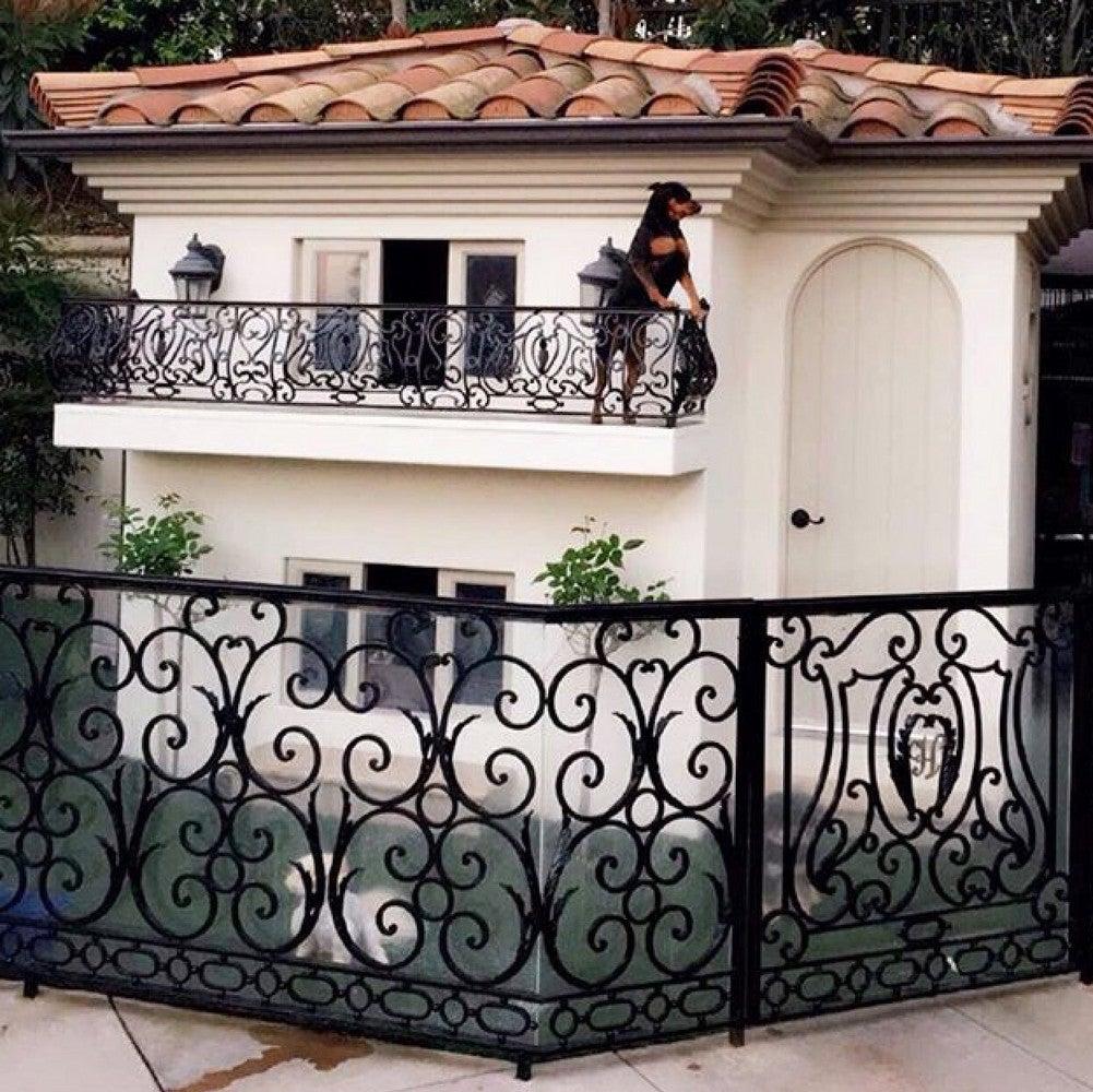 Paris Hilton's Dogs Live In A Mansion