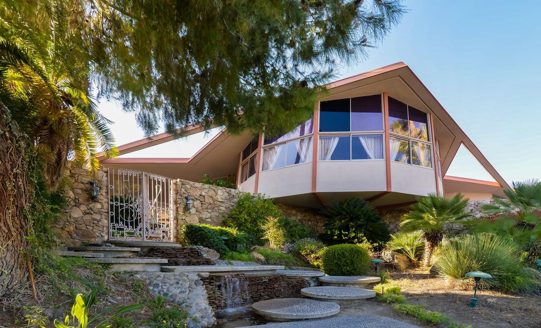 Peek inside Elvis presley's palm beach house
