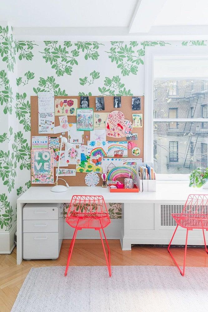 green leaf wallpaper desk