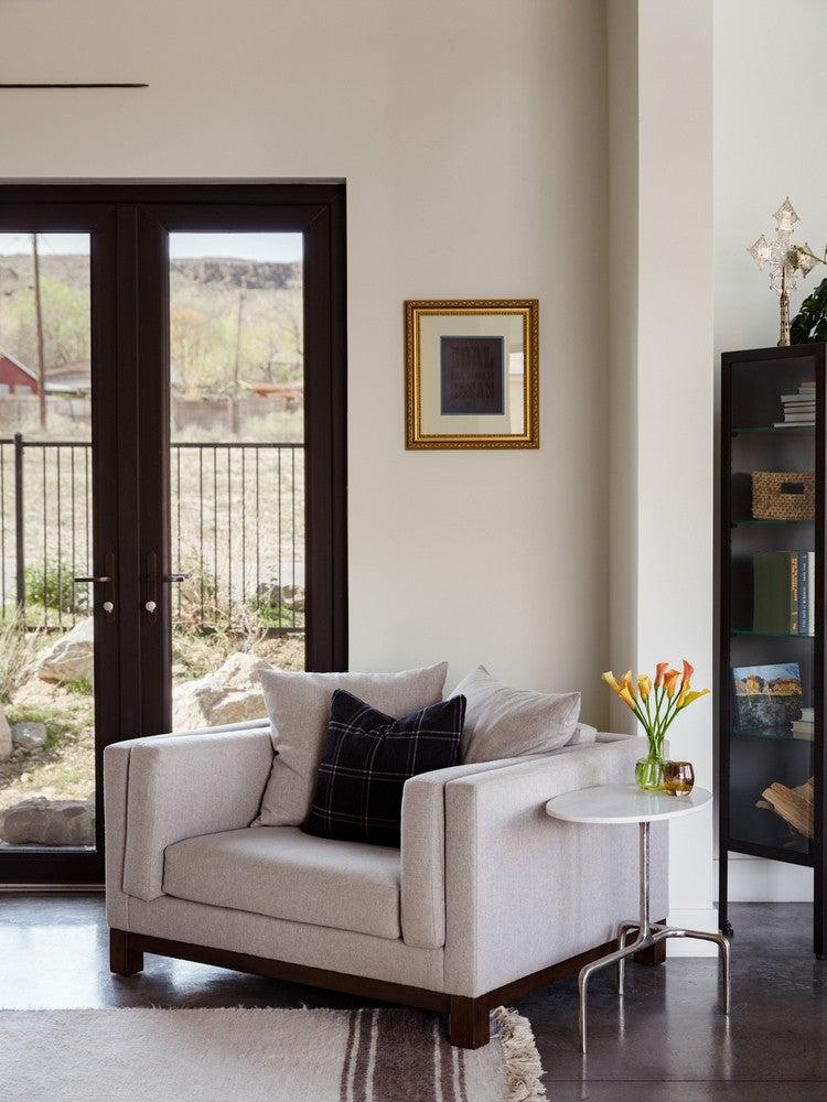 modern nevada home sitting area