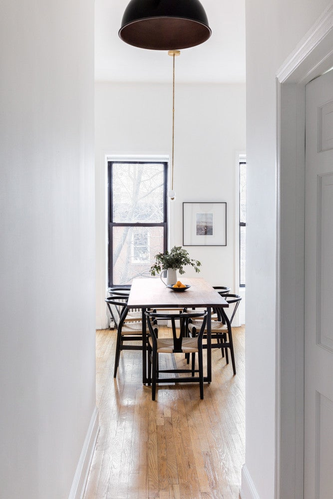 what colors make a room look bigger designer paint tips. Black Bedroom Furniture Sets. Home Design Ideas