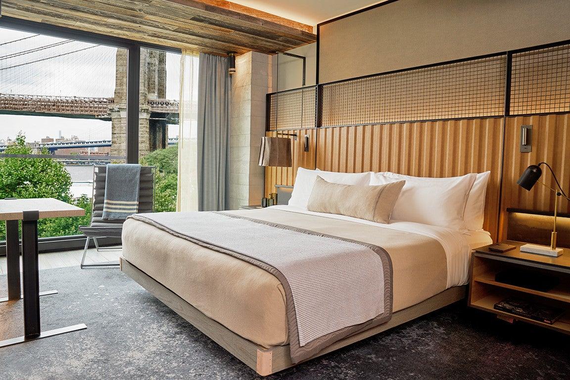 1_Hotel_Brooklyn_Bridge_King_Guestroom_DLT_1 (2).jpg
