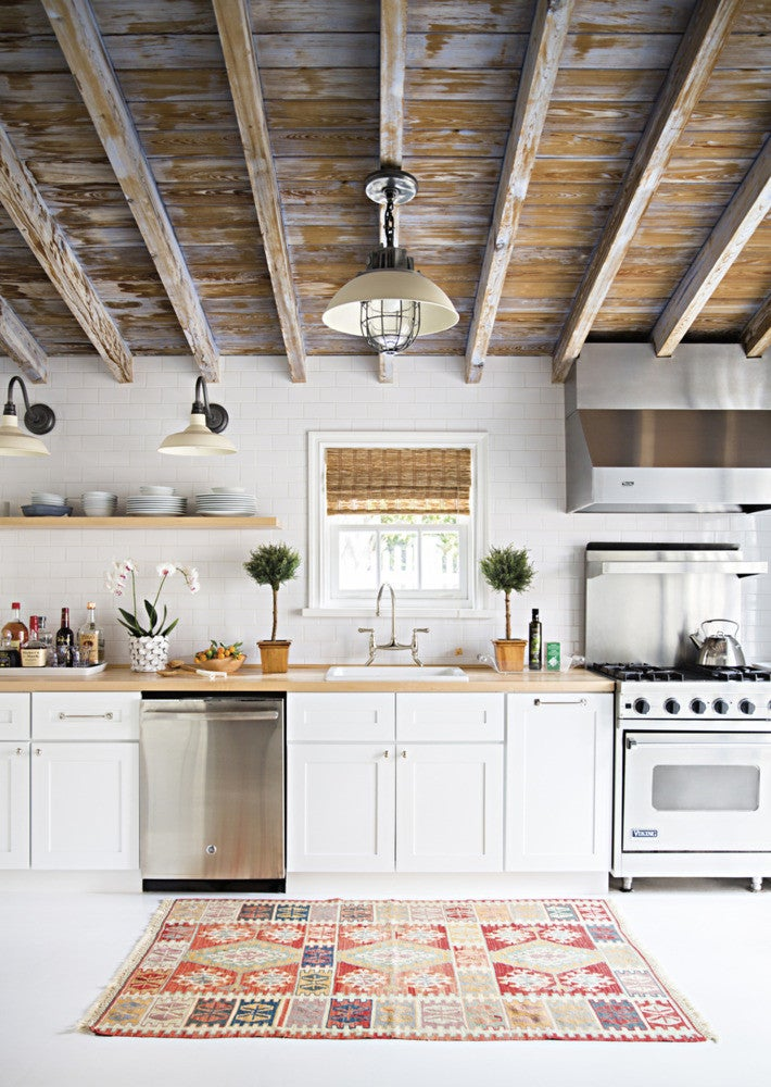 white and wood rustic kitchen
