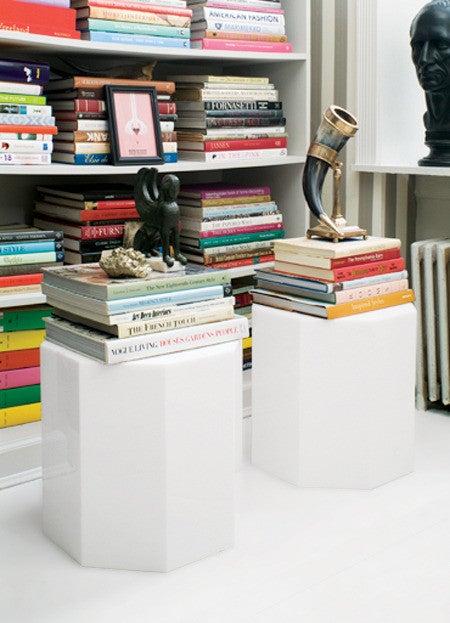 5 creative ways to organize your bookshelves