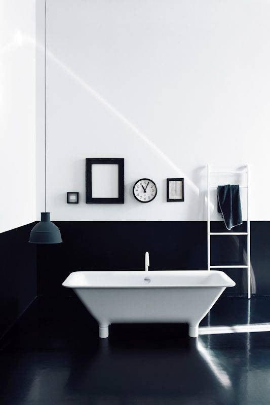minimalist bathroom black and white bathroom color block