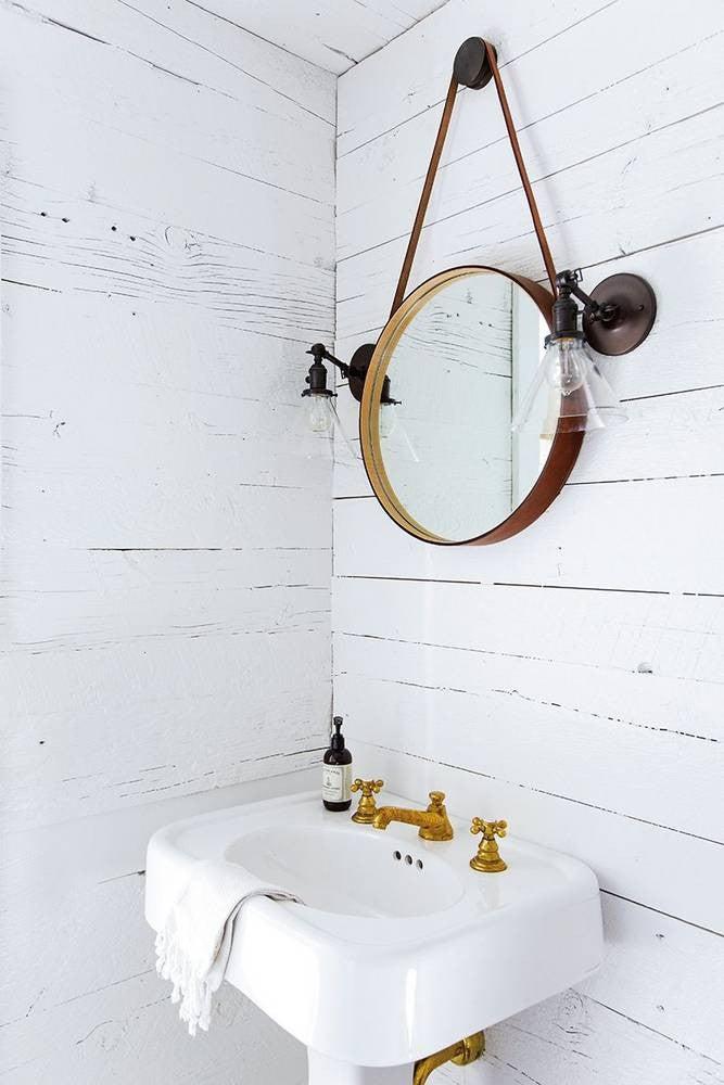 Small Bathroom Decor Ideas: whitewashed space