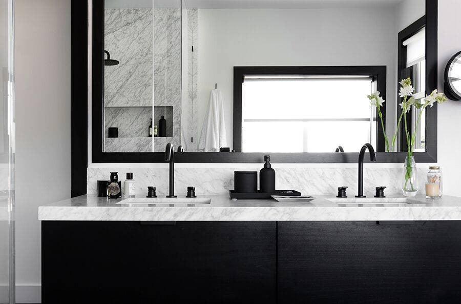 2017's Best Bathroom Interior Design- black and white bathroom