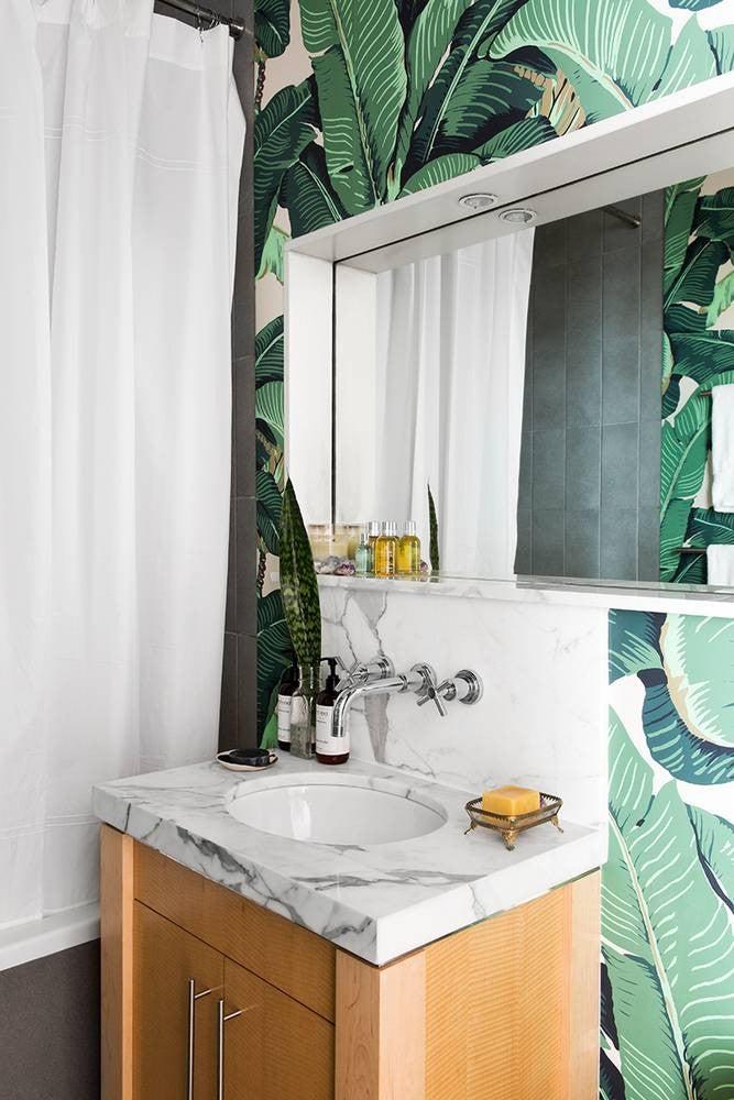 2017's Best Bathroom Interior Design- bold wallpaper