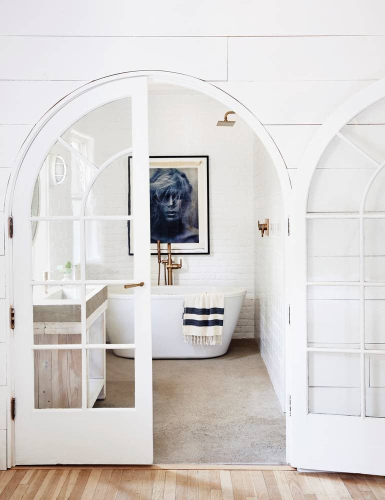 2017's Best Bathroom Interior Design- all white chic bathroom