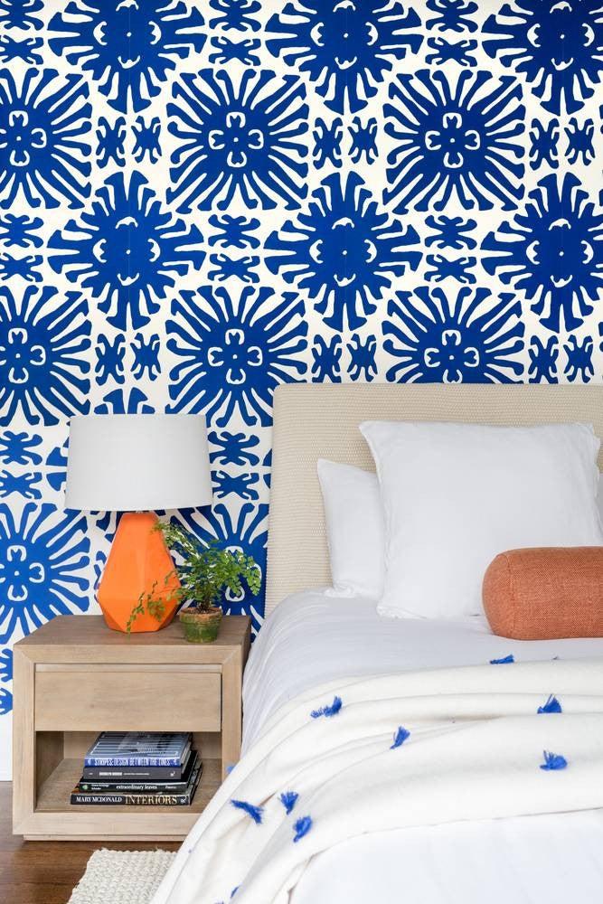 Best Bedroom Decor of 2017- vibrant wallpaper