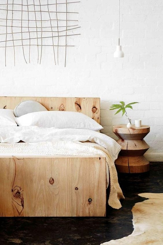 15 Clever Ways to Fill the Empty Space Above Your Bed