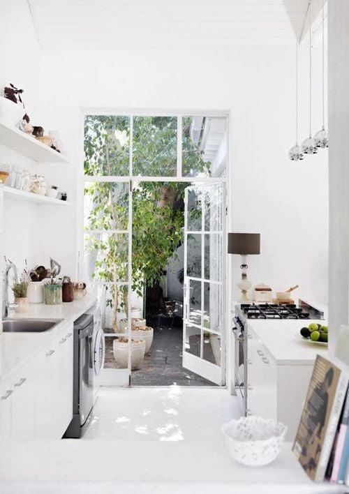 white-kitchen-minimalism