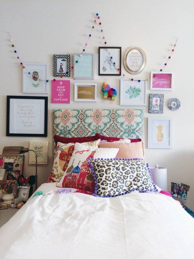 Dorm room decor ideas and small space hacks domino - Small dorm room ideas ...