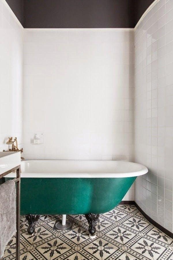 10 Teal Home Decor Ideas- Scandinavian bathroom