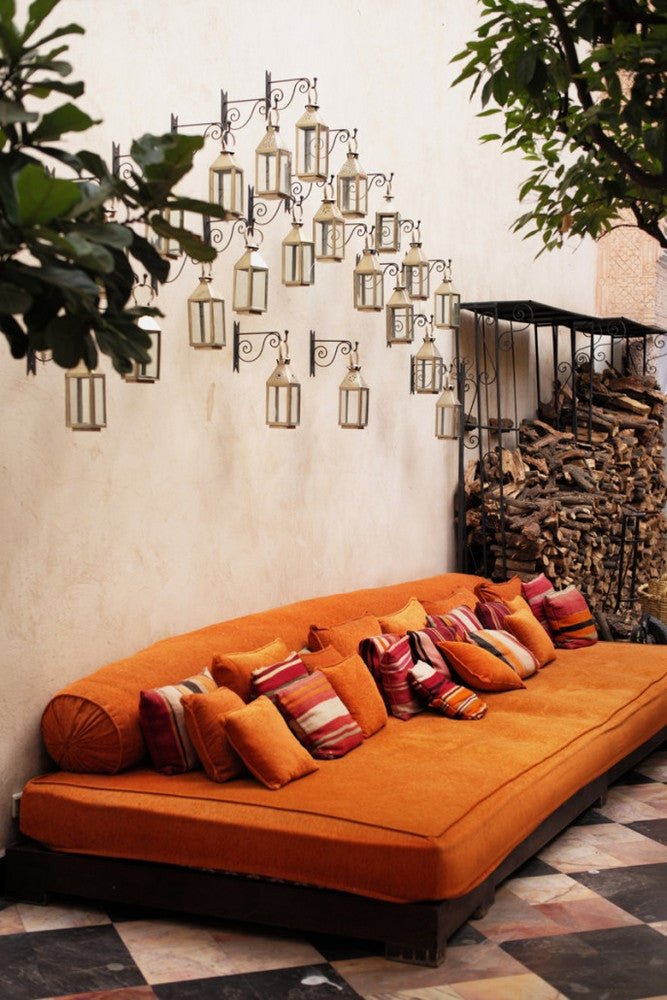 Outdoor Decorating Ideas For Summer - orange color is trending