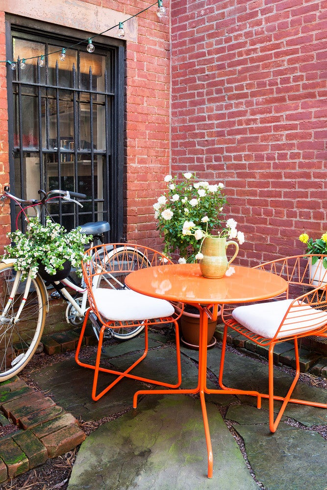 Outdoor Decorating Ideas For Summer - try tangerine colors