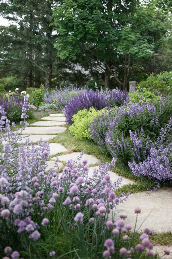Outdoor Decorating Ideas For Summer - Spruce up your walkway
