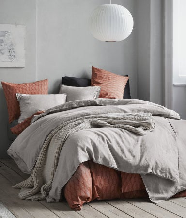 H&M Home's Fall Sale Has Some Really Great Bedroom Decor