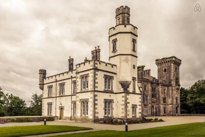 airbnb castles