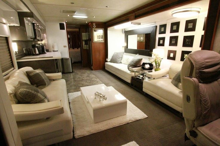 Photography By Everythingintime Com Gwen Stefani S Extravagant Tour Bus