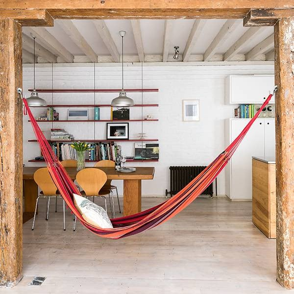 Αιώρα στο γραφείο, τοποθετημένη σε αντικρυστά δοκάρια | www.lightgear.gr