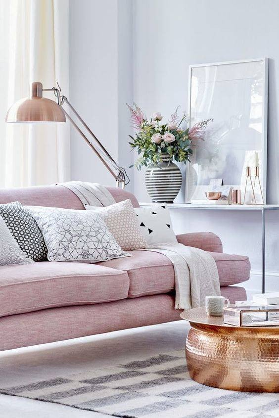 the RIGHT way to style your pillows
