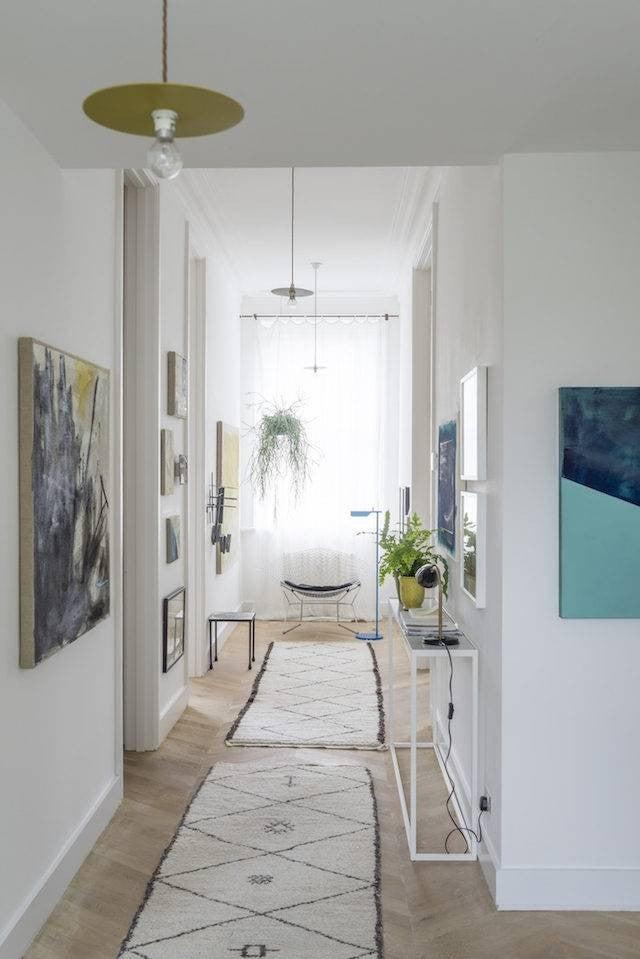 hallway-wall-ideas-art-hanging
