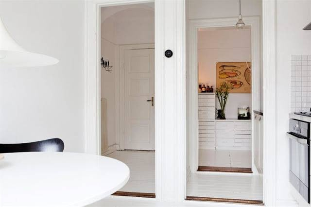 hallway-wall-ideas-white-kitchen