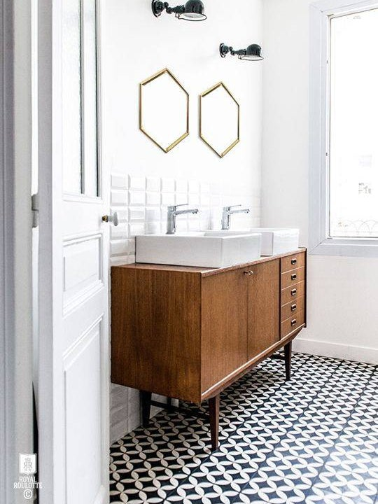 the BEST patterned bathroom floor tile we've spotted lately