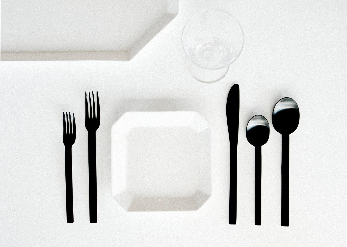 How to Set a Festive Holiday Table