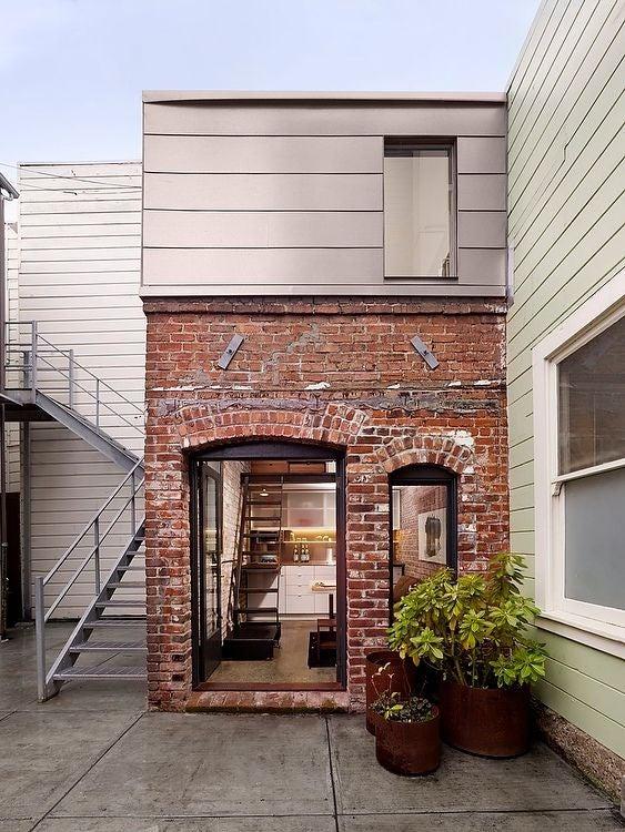 1456349902-syn-hbu-1456259451-brickhouse04.jpg