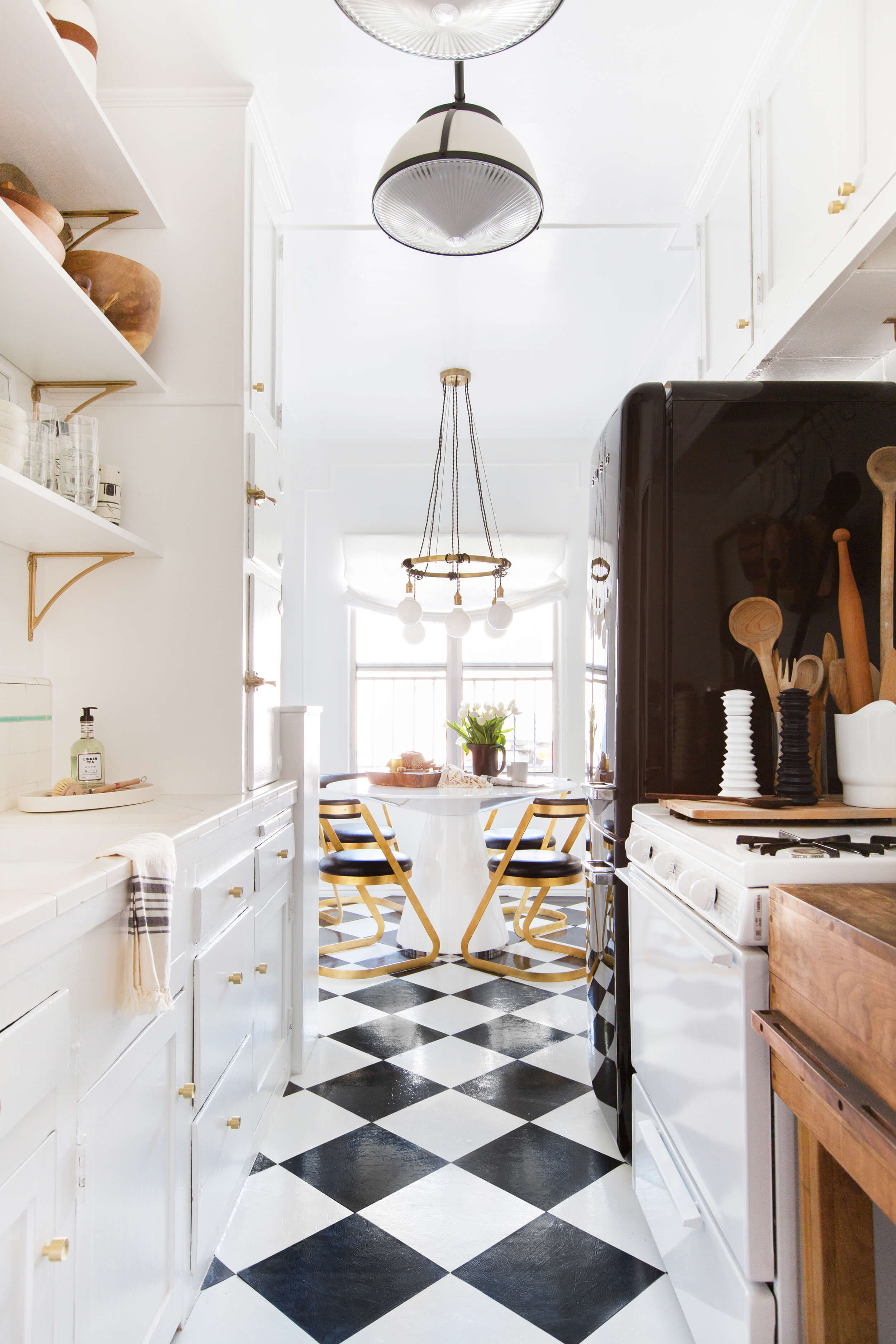 Brady-Tolbert_Emily-Henderson_Black-and-White-Kitchen_Vintage_Apartment-Refresh_Wood_Brass_Checkered-Floor_Copper-Pots_Eclectic_Glam_Modern_Traditional_18