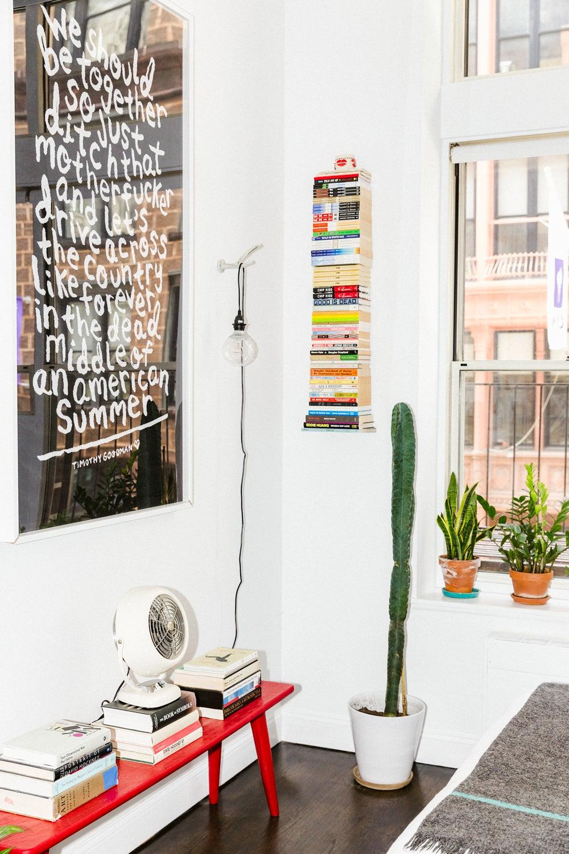 FEATURED_Bookshelf_photo_by_AaronBengochea_00