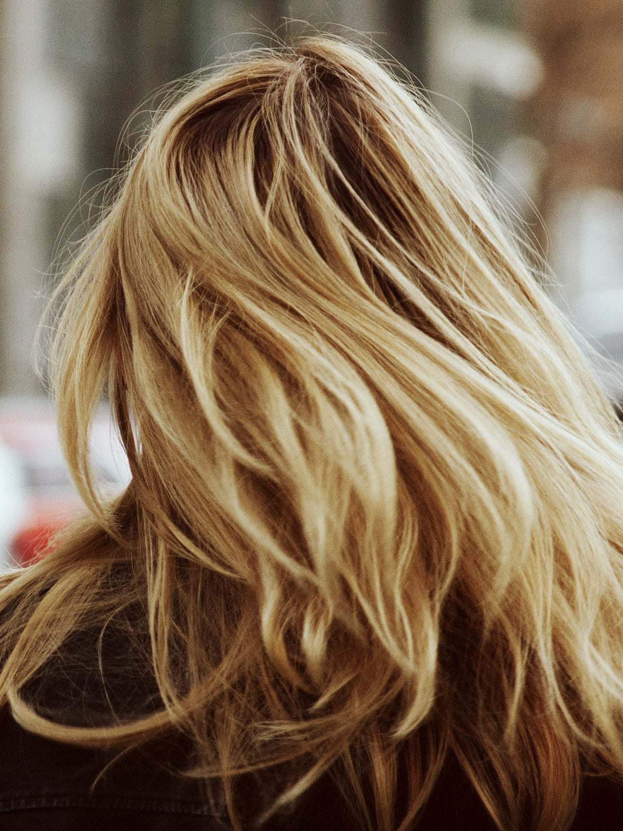 How to Lighten Your Hair Naturally (Even If You're Not Blonde)