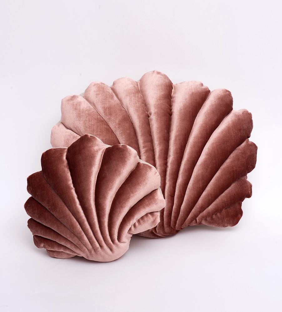 Shell Pillow in velvet- Small Pillow