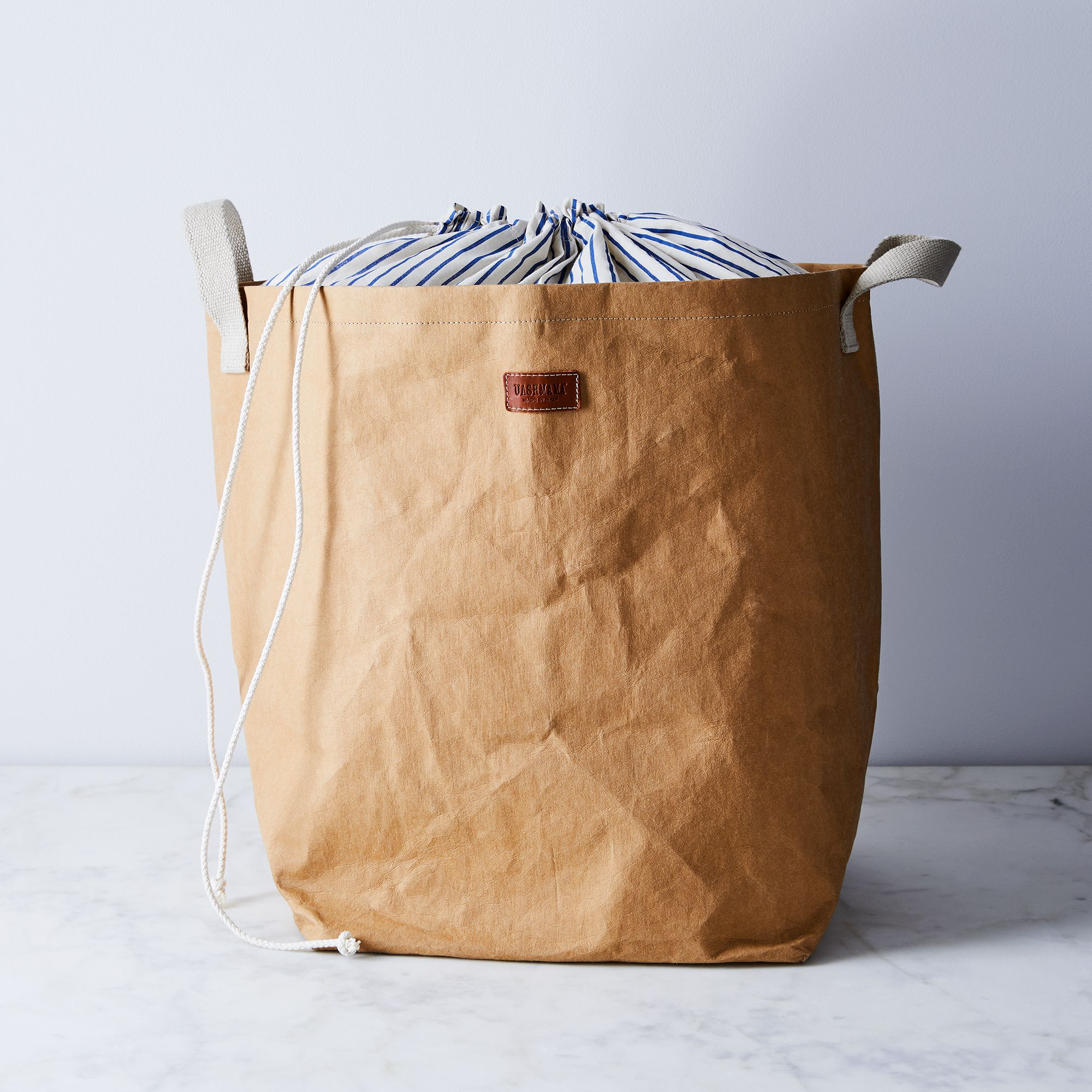 dff3e1b9-66fc-4c1f-ad53-2f0176783818–2018-0227_uashmama_laundry-bag_brown_silo_ty-mecham_006