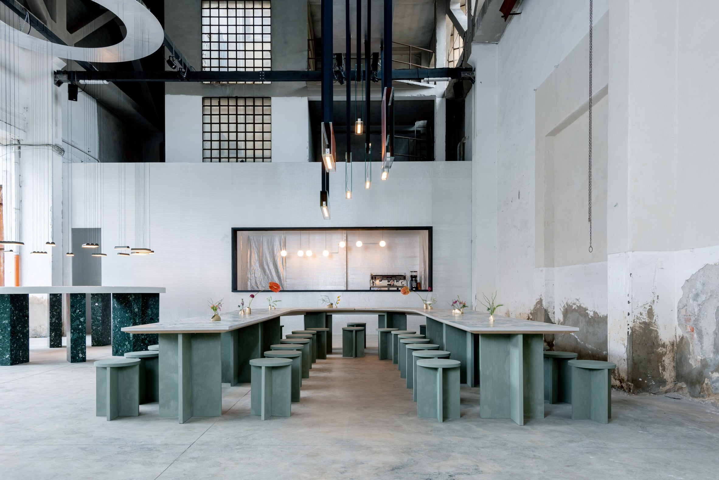 FEATURED Caffe-populaire_dezeen_2364_col_5