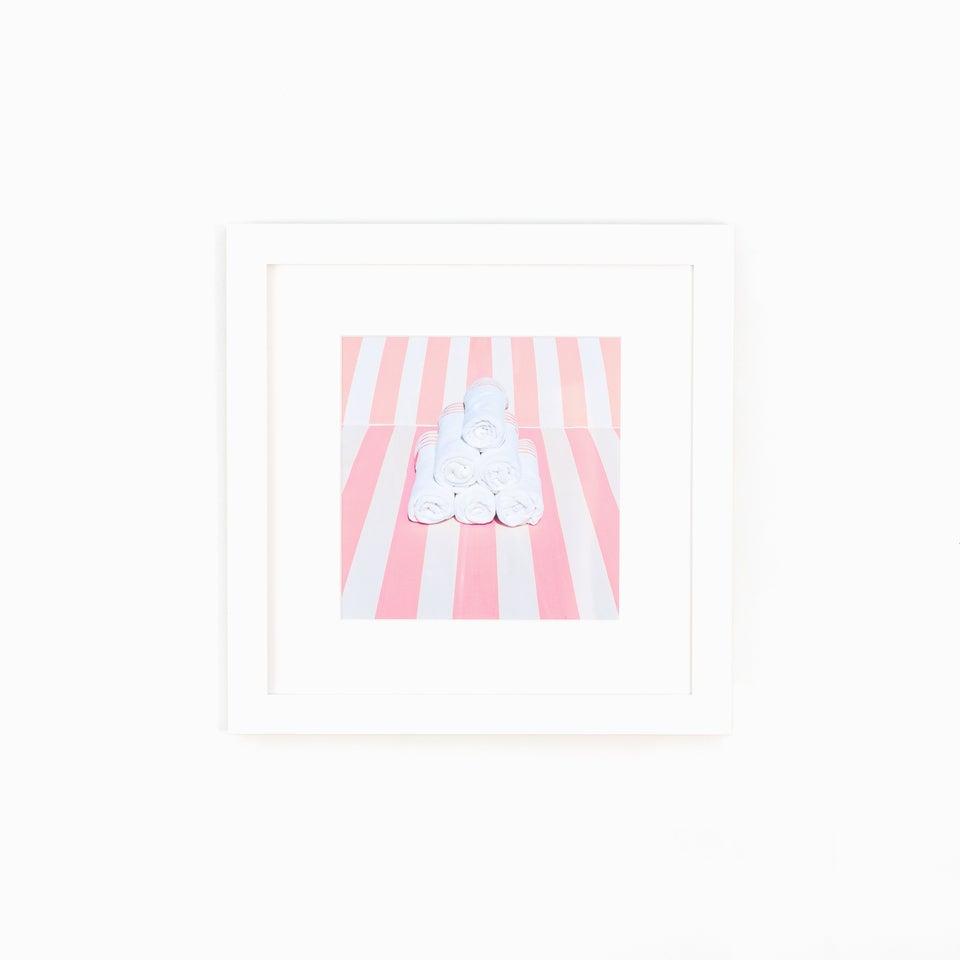 Towel_Stripes_Photo_White_Frame_White_Wall