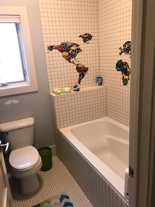 Stupendous 12 Small Bathroom Makeovers That Make The Most Of Every Inch Download Free Architecture Designs Embacsunscenecom