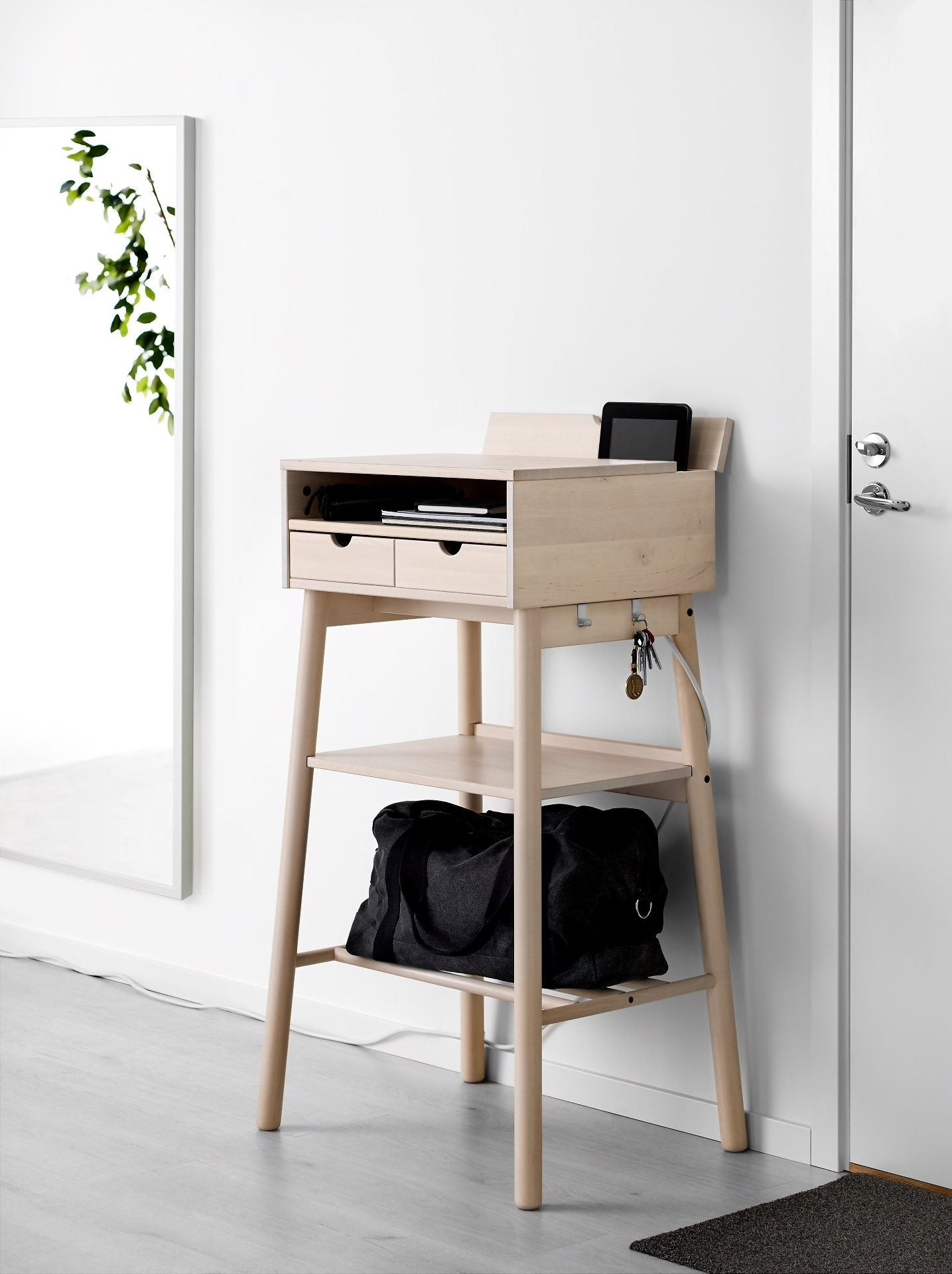 The Best Desks For Small Spaces When You Donu0027t Have The Room ...
