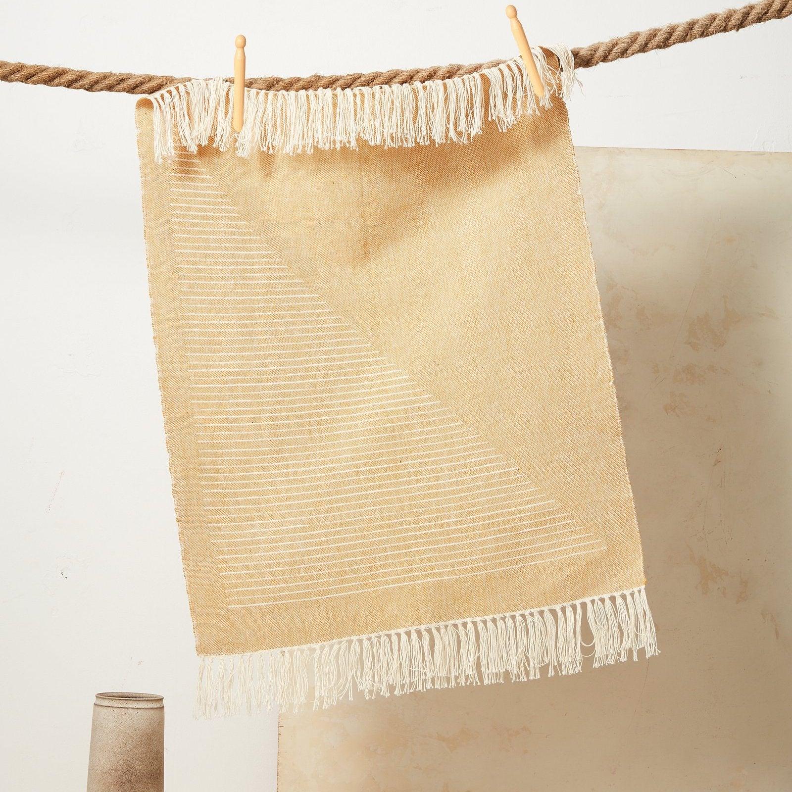 6 – Triangle Towel Yarrow