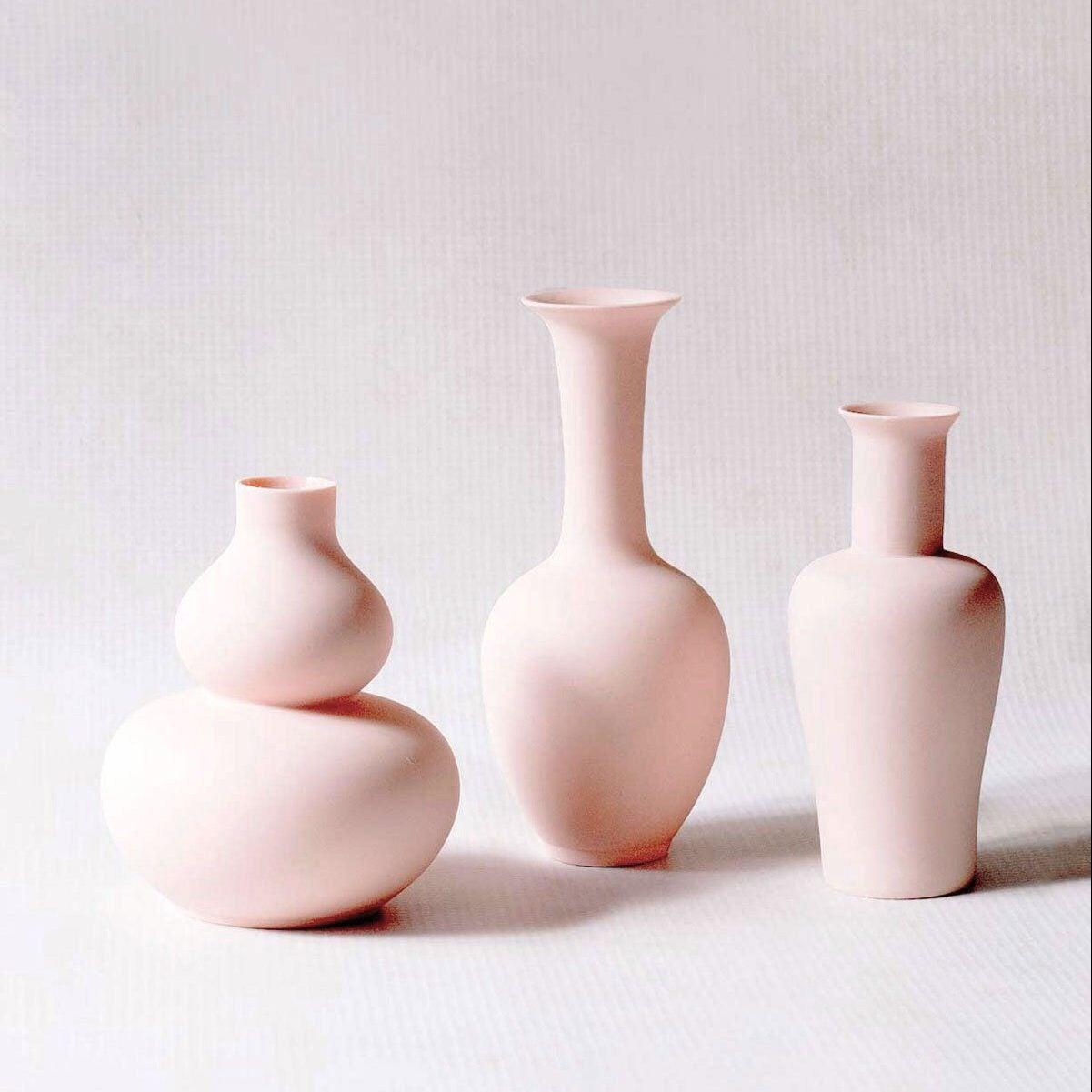 middle-kingdom-porcelain-mini-vase-matte-pink-1_2000x