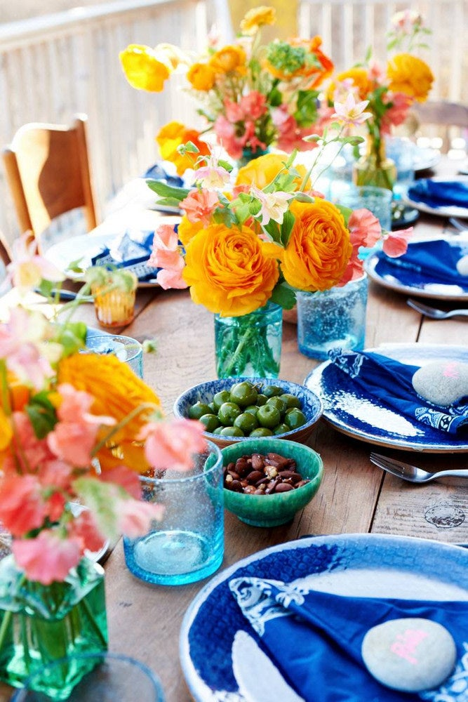 table arrangement with blue plates and yellow flowers
