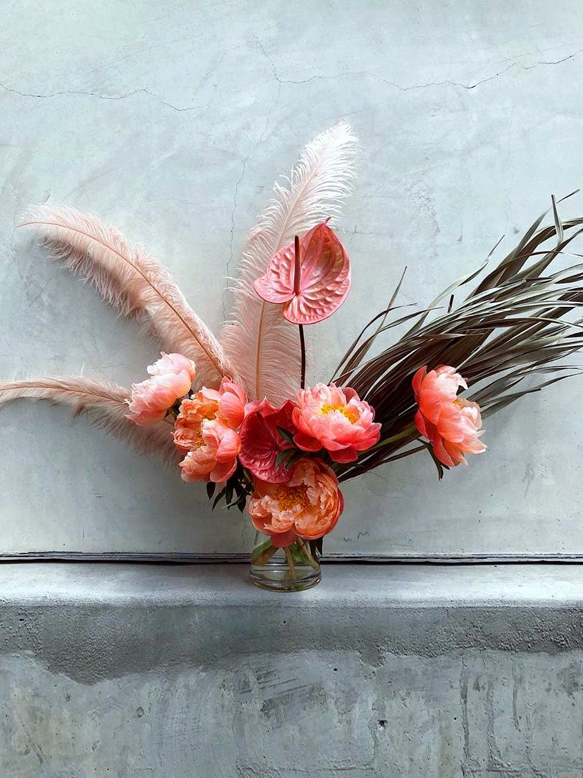 00-FEATURE-wedding-feather-floral-arrangements-domino