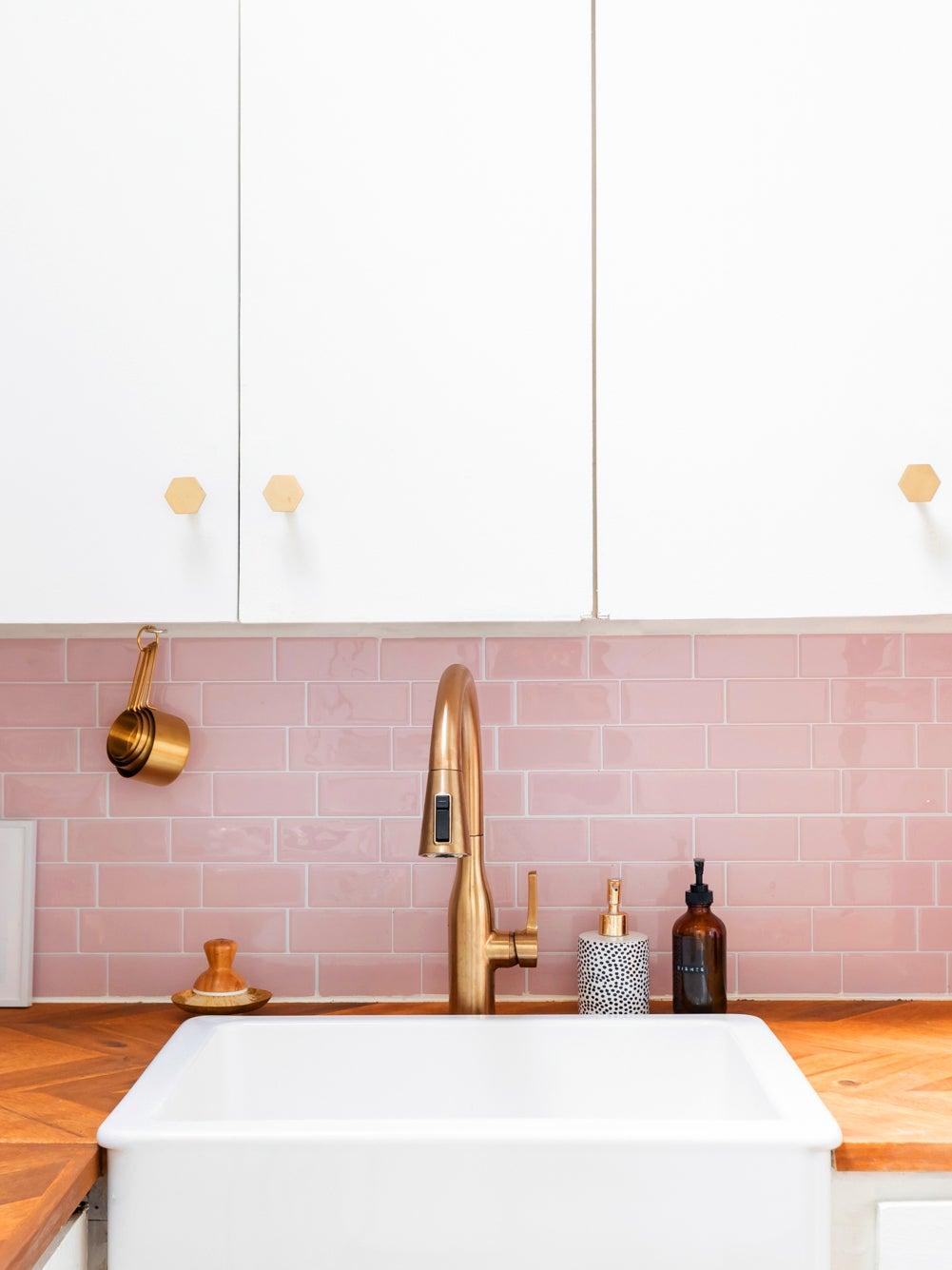 Roze keukentegels