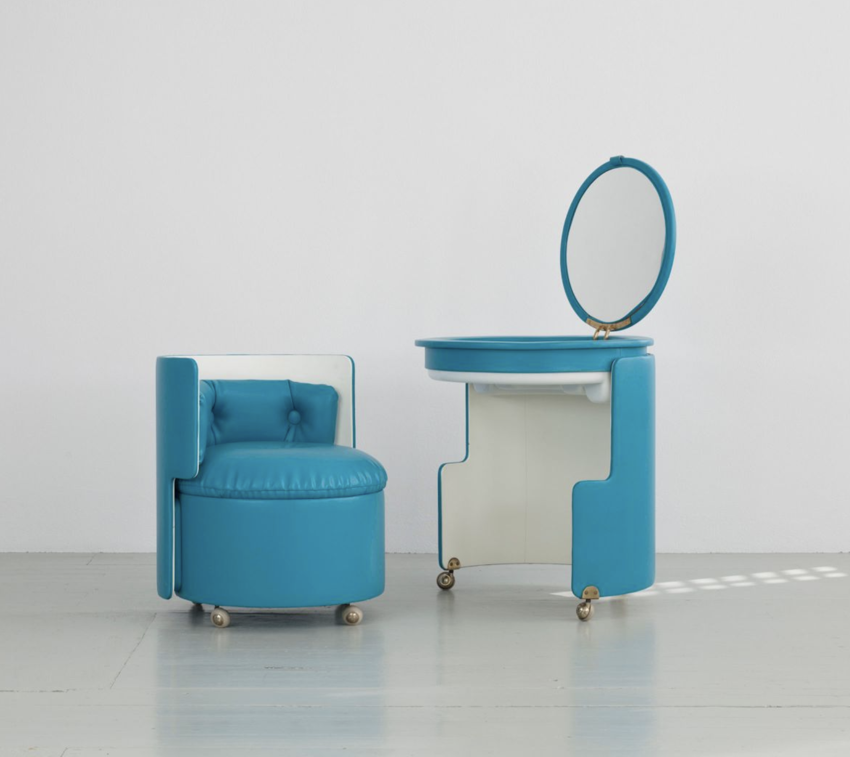 Dilly Dally Make-Up Table _ Chair by Luigi Massoni for Poltrona Frau